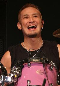 『同窓生』の初回、TOKIO松岡昌宏の強引なキスシーンにファンは爆笑