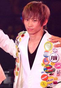「こっち見るんじゃねぇよ!」V6三宅健、久々のアイドル仕事でファン対応に戸惑い